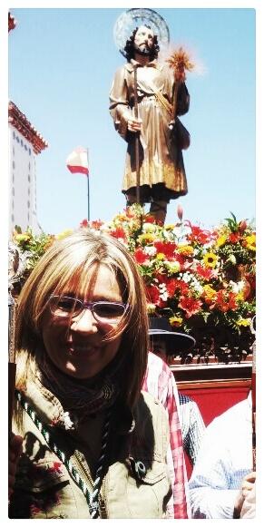 Cristina Teniente vicepresidenta del Gobex participando en la procesión por la pradera.