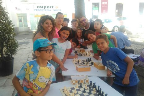 Torneo de ajedrez al aire libre y Concurso de pintura infantil
